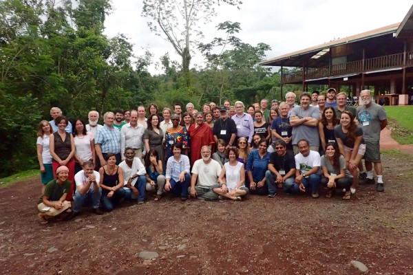 Encuentro de Regeneración Internacional: Científicos, compañías y campesinos de 21 naciones lanzan un movimiento para alimentar el planeta y revertir el cambio climático a través de la agricultura regenerativa.
