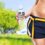 ¿Será Que Tomar Más Agua Puede Ayudarlo a Bajar de Peso?