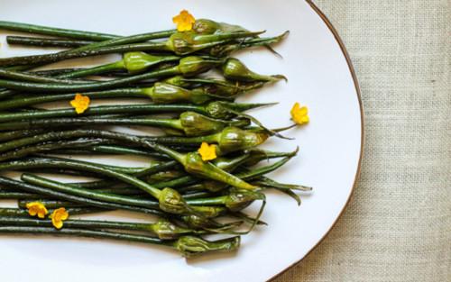 garlic-scapes-ftr