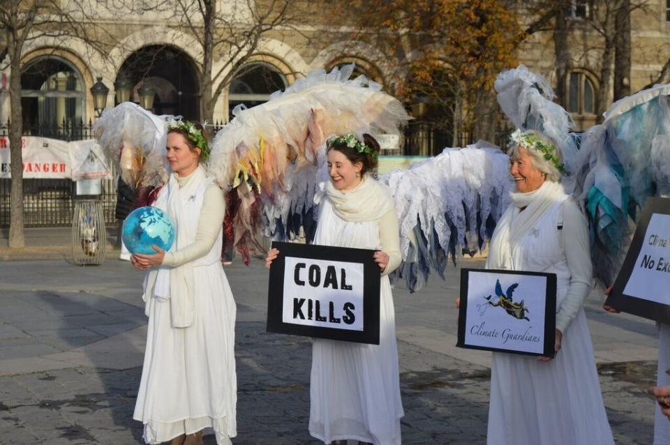 Los ángeles de la madre tierra, en Paris.